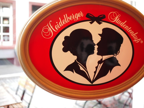 P8152735 恋に効くドイツおみやげ?禁断の恋が形に!ハイデルベルク名物「学生のキス」とは?