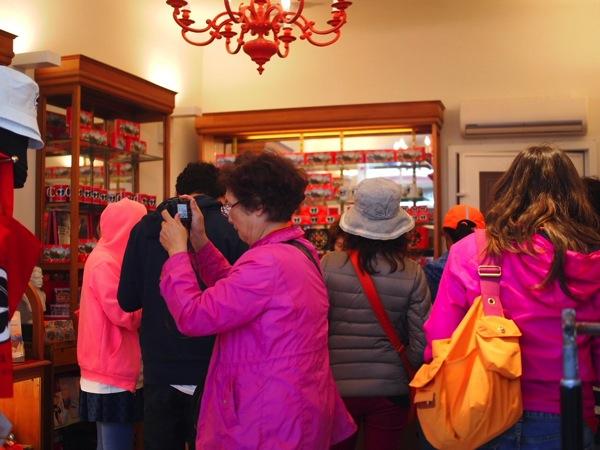観光客の団体現る