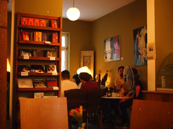 P8152764 賑やかすぎるドイツのカフェ!ハイデルベルクでギター美女が即興ライブ!