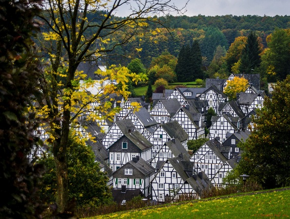 Freudenburg town 色がないのに絶景!ドイツ秘境にある街フロイデンベルクとは?