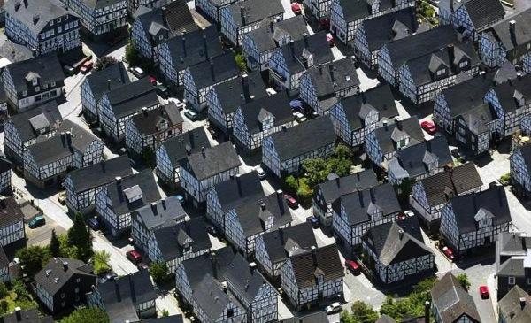 均一に並ぶフロイデンブルクの街並み